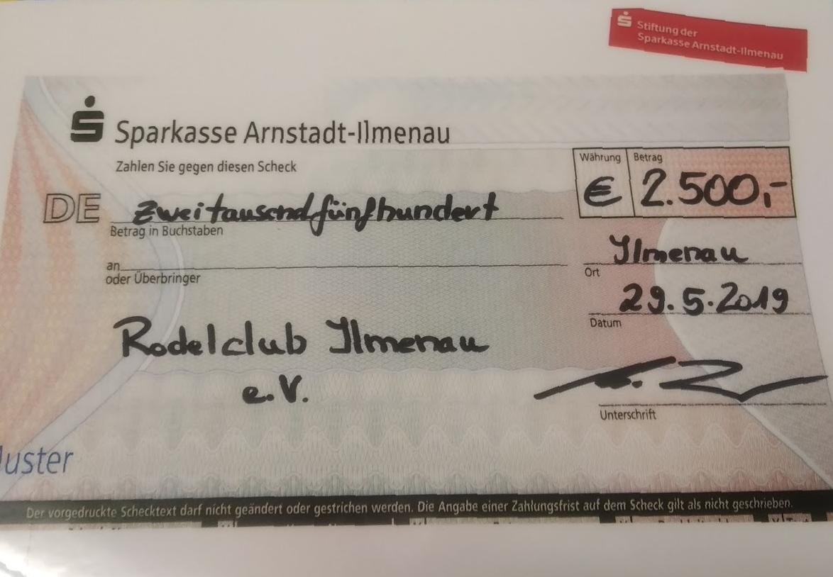 Sparkassenstiftung spendet 2500 Euro für neuen Vereinsbus